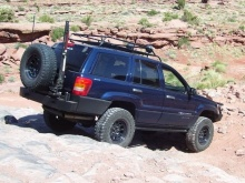 C4x4 Hi-Lift mount for WJ tire carrier